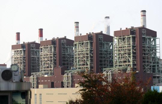 `석탄발전 감축` 놓고 산업부-환경부 미묘한 관계